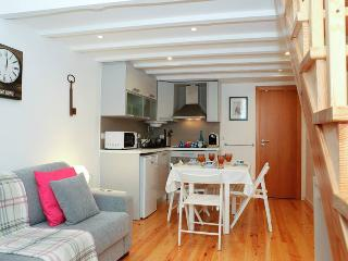Alfama Pink House - Lisbon vacation rentals