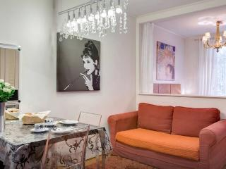 Chic Vacation Rental by Louvre - Paris vacation rentals