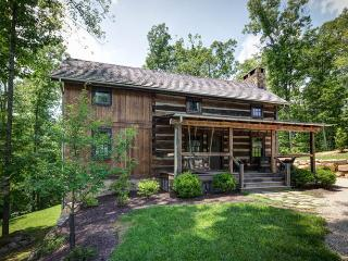 Gorgeous 3 bedroom antique log cabin situated in the Delafield Rise neighborhood in Hot Springs - Hot Springs vacation rentals