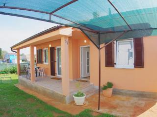 Guesthouse Šegotići -  Wi-fi,parking,trampoline... - Rakalj vacation rentals