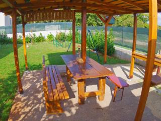 Guesthouse Šegotići - Wi-fi,parking,trampoline... - Krnica vacation rentals