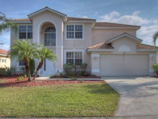 Large 4 bedroom two story Bradenton vacation home with private pool located on the Stoneybrook Golf Course. - Bradenton vacation rentals