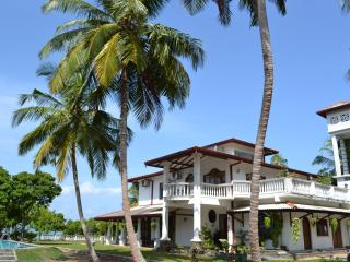 Villa Barbara Negombo Srilanka Pool+ Lagoon View - Uswetakeiyawa vacation rentals