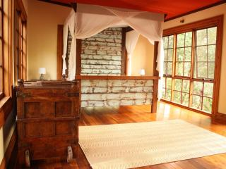 CHARMING & PRIVATE CABIN - MIUZE RETREAT - Beechmont vacation rentals