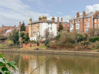 RIVERSIDE APARTMENT romantic ground floor apartment, WiFi, in Shrewsbury, Ref 919692 - Hengoed vacation rentals