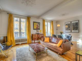 Charming Luxury Flat in the 6th - 1st Arrondissement Louvre vacation rentals