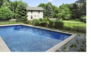 East Hampton retreat with pool and walk th - East Hampton vacation rentals