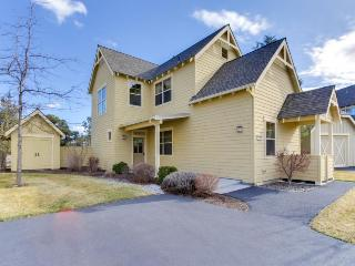 Tudor-style townhome w/classic charm and resort amenities - Redmond vacation rentals