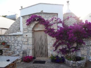 Trullo 4 cupole - San Michele Salentino vacation rentals