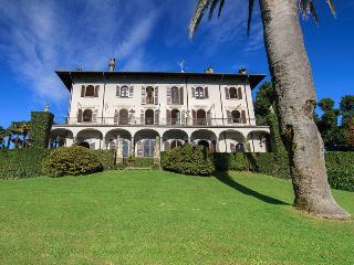 Gracious villa with pool and amazing lake views! - Pallanza vacation rentals