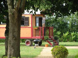 ROMANTIC GYPSY CARAVAN - 4 PEOPLE WITH POOL - Western Loire vacation rentals