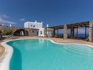 Situated in Costa Ilios overlooking the island of Delos. LIV GRA - Aggelika vacation rentals