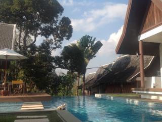 De Chom Villa - Khok Kloi vacation rentals