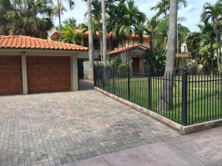 6 Bedroom Pine Tree Drive Estate in Miami Beach FL - Miami Beach vacation rentals