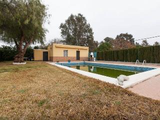 [696] Maravilloso chalet con piscina - El Pedroso vacation rentals