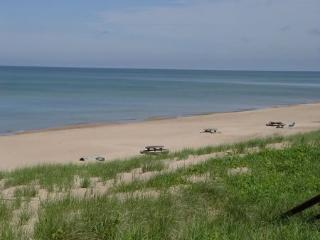 26 North Shore North - Weekly stays begin on Saturdays - South Haven vacation rentals