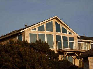 Spacious Ocean View Hm in Road's End, Close to Beach, Great Amenities! - Lincoln City vacation rentals