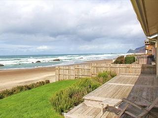 Ocean Front Hm Overlooking Miles of Sandy Beaches & the Pacific Ocean - Lincoln City vacation rentals