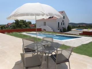 Gorgeous apartment for rent, Milna, Brac, apt. 2 - Stomorska vacation rentals