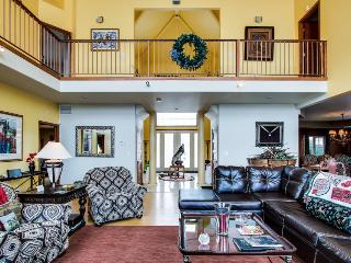 Enormous home w/gourmet kitchen, jetted tub, private hot tub - Gypsum vacation rentals