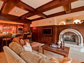 A beautiful and luxurious vacation vacation residence at One Willow Bridge Road along Gore Creek. - Vail vacation rentals