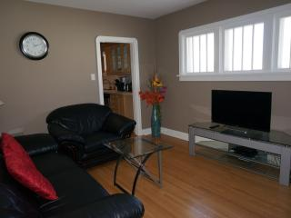 6 Bedrooms House Near Downtown and SAIT - Calgary vacation rentals