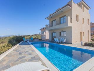 4 Bed Luxury Villa - Jacuzzi   Sauna  Private Pool - Polis vacation rentals