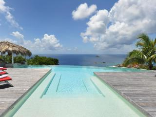 Extraordinary 5 Bedroom Villa with Large Pool in Lurin - Lurin vacation rentals