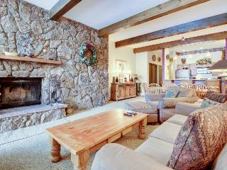 Cozy and warm condo with shared pool and hot tub - Avon vacation rentals