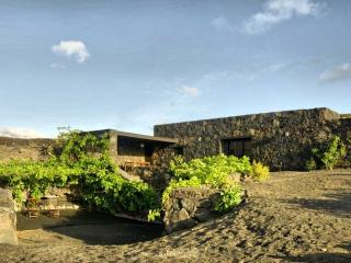 Eco-Casa Bianca, Eco friendly house in Lanzarote - Orzola vacation rentals