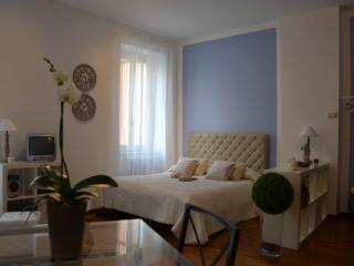 Elegant and spacious studio in the city center - Bergamo vacation rentals