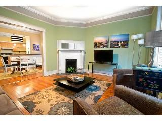 First floor condo with a large living area and two bedrooms - Savannah vacation rentals