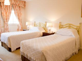 Quality 2 Bedroom Apartment in Kensington - London vacation rentals