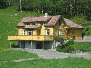 Fossheim Feriehus - Florø vacation rentals