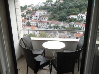 Apartman Dragun 2 Stomorska - Stomorska vacation rentals