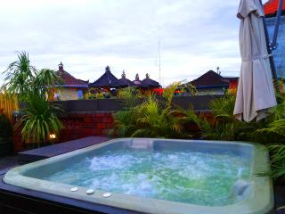 Cosy house with roof terrace & jacuzzi 5 min beach - Sanur vacation rentals