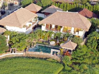 SPACIOUS luxury ROOMS in large villa Umalas Bumbak - Kerobokan vacation rentals