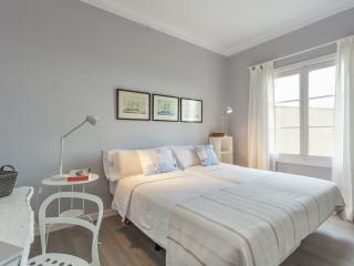 Comfortable bedroom with ocean view - Palma de Mallorca vacation rentals