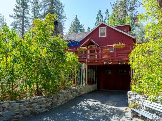 Cabin on Helen, Fenced in yard, pet friendly - Wrightwood vacation rentals