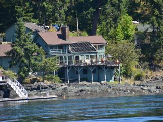 AAMLODGE Quadra Island Luxury Waterfront Home - Quathiaski Cove vacation rentals