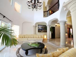 NEW 5/6 Luxurious Villa Steps From Town & Beach - Puerto Aventuras vacation rentals