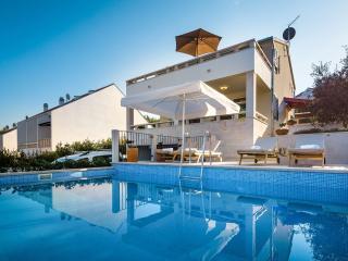 36060 H(6+2) - Sutivan - Sutivan vacation rentals