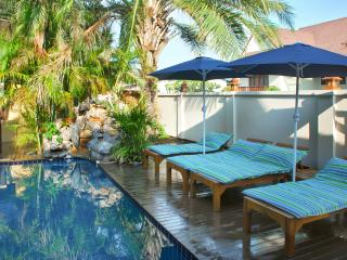 """Villa Baan Sansabai"" – 3-bedroom house in Pattaya, Thailand, with air con, WiFi and private pool - Jomtien Beach vacation rentals"