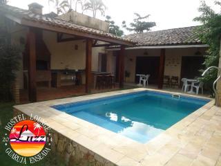 CASA - PISCINA - CHURRASQUEIRA - 6 QUARTOS - Guaruja vacation rentals