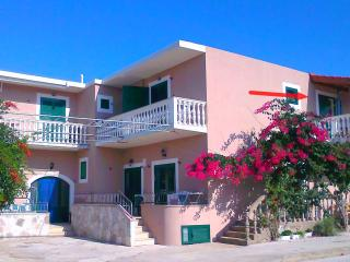 Apartment Amfora for 3-5 pax – 200 m from sea - Drvenik vacation rentals