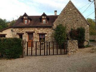MAISON DE VACANCE LA MAISONNETTE - Fontaine-sous-Jouy vacation rentals