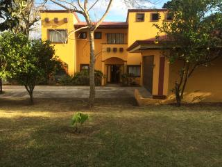 4 bedrooms home w/ great views, yard and parking - Escazu vacation rentals