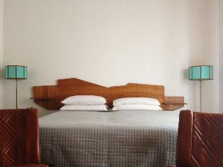 APARTMENT LE ZIE 2 IN THE CENTER OF LECCE - Lecce vacation rentals