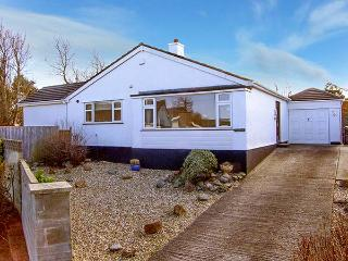 TEGFAN, detached bungalow, luxury holiday home, walking distance to beach, in Trearddur Bay, Ref 921302 - Trearddur Bay vacation rentals