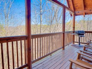 October from $199!!! 3-Level, 4 Bedroom Luxury Cabin. Sleeps 13. - Pigeon Forge vacation rentals